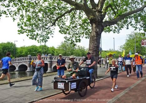 Freedom-210627-Rotterdam-Ukes-walk
