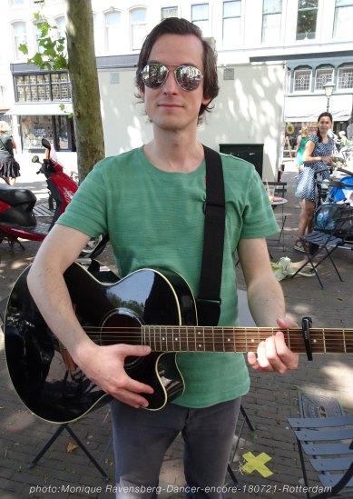Dancer-encore-210718-Rotterdam-guitar
