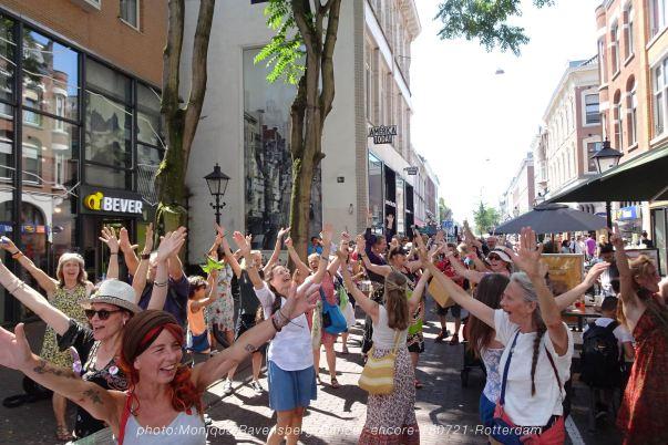 Dancer-encore-210718-Rotterdam-hands