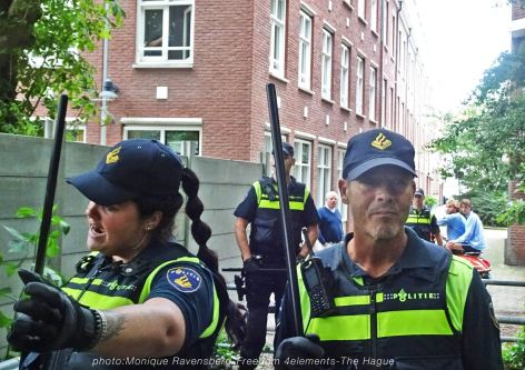 Freedom-210704-The-Hague-park-police-stick-up