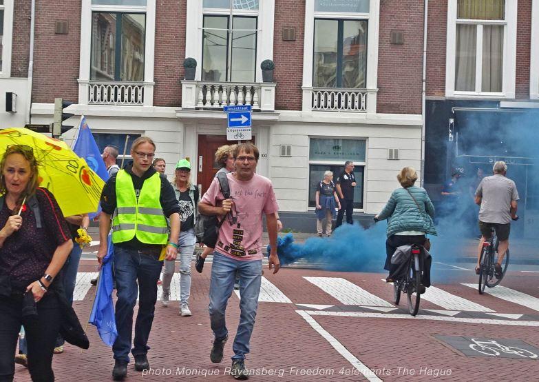 Freedom-210704-The-Hague-walk-blue-smoke