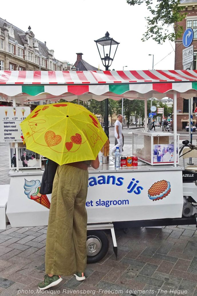Freedom-210704-The-Hague-yellow-umbrella