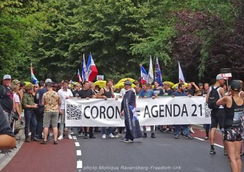 Freedom-210710-Urk-walk-23-Banner-front