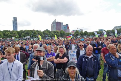 Freedom-Farmers-defend-The-Hague-crowd-2