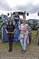 Freedom-Farmers-defend-The-Hague-farm-ladies