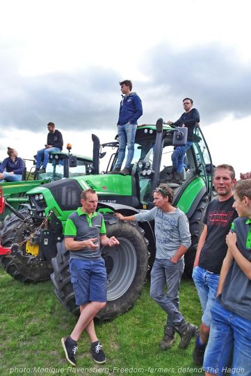 Freedom-Farmers-defend-The-Hague-farmers-up2