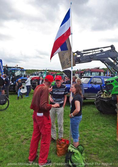 Freedom-Farmers-defend-The-Hague-flag