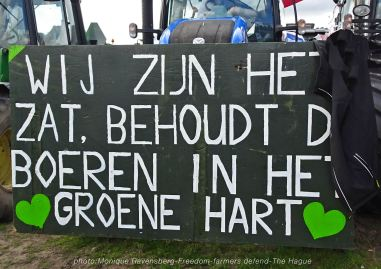 Freedom-Farmers-defend-The-Hague-green-heart