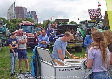 Freedom-Farmers-defend-The-Hague-icecream-car