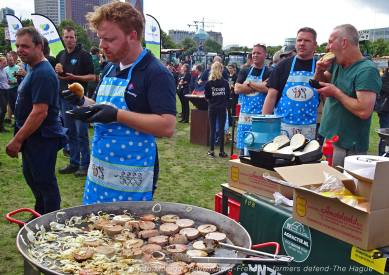 Freedom-Farmers-defend-The-Hague-sausage