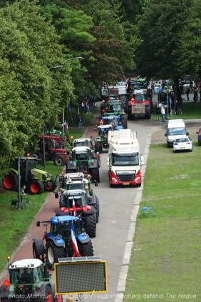 Freedom-Farmers-defend-The-Hague-tractor-go-home