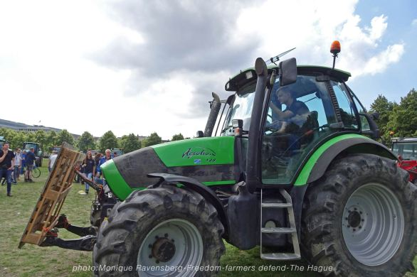Freedom-Farmers-defend-The-Hague-tractor-go