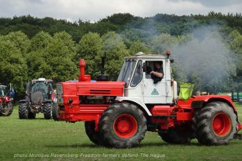 Freedom-Farmers-defend-The-Hague-tractor