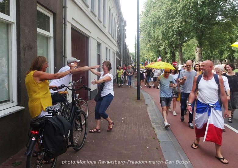 Freedom-210814-Den-Bosch-hug