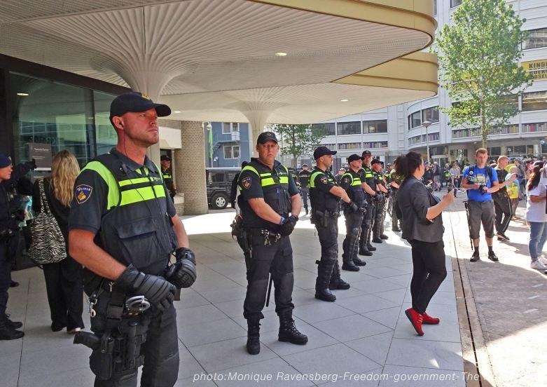 Freedom-210907-government-policeline