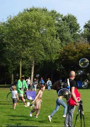 Freedom-210918-WWD-Kids-bubbles