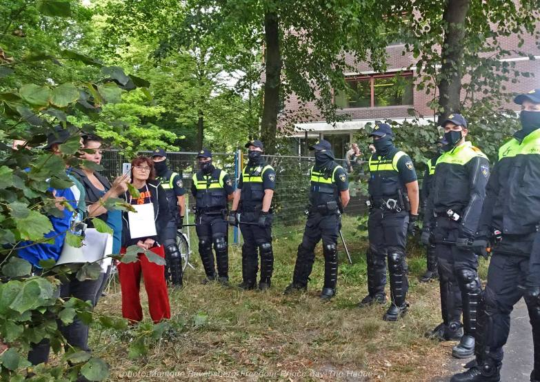 Freedom-210921-The-Hague-police-army-2