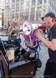 Freedom-Unite-210905-Dam-dog-talk