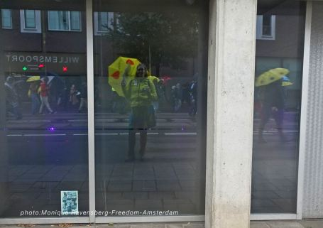 Freedom-211003-A'M-walk-selfie