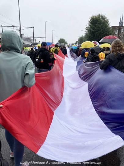 Freedom-211003-A'M-walk-super-flag